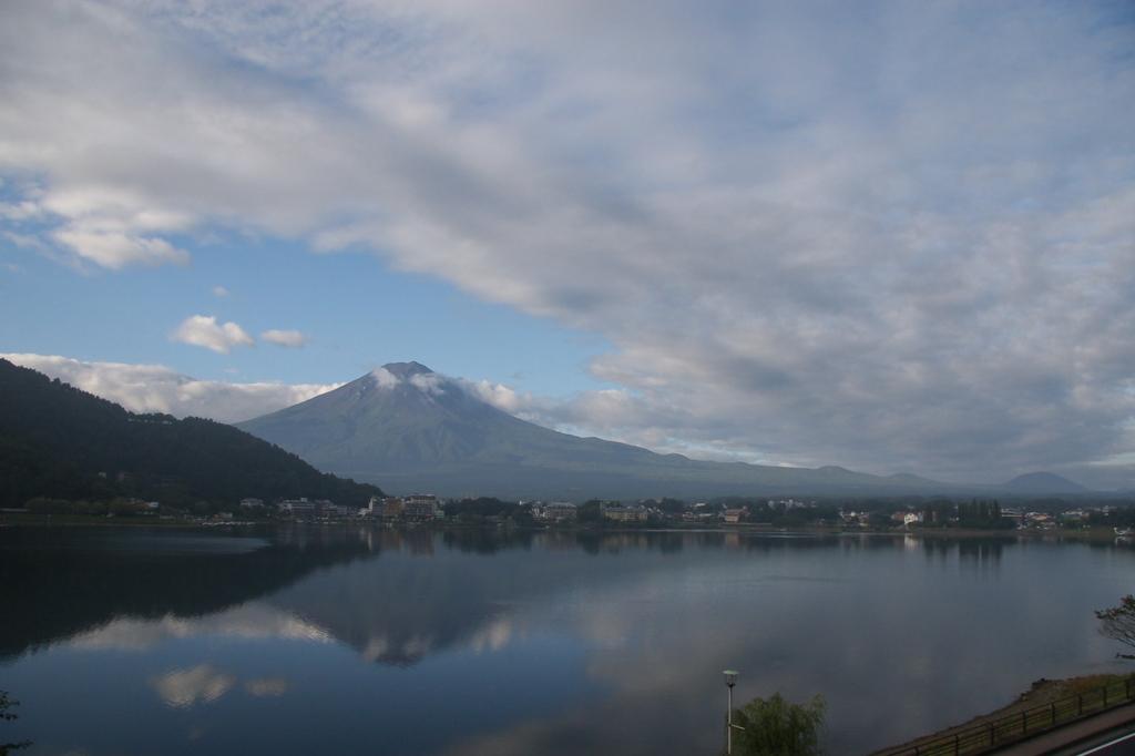 河口湖畔 朝の逆さ富士2