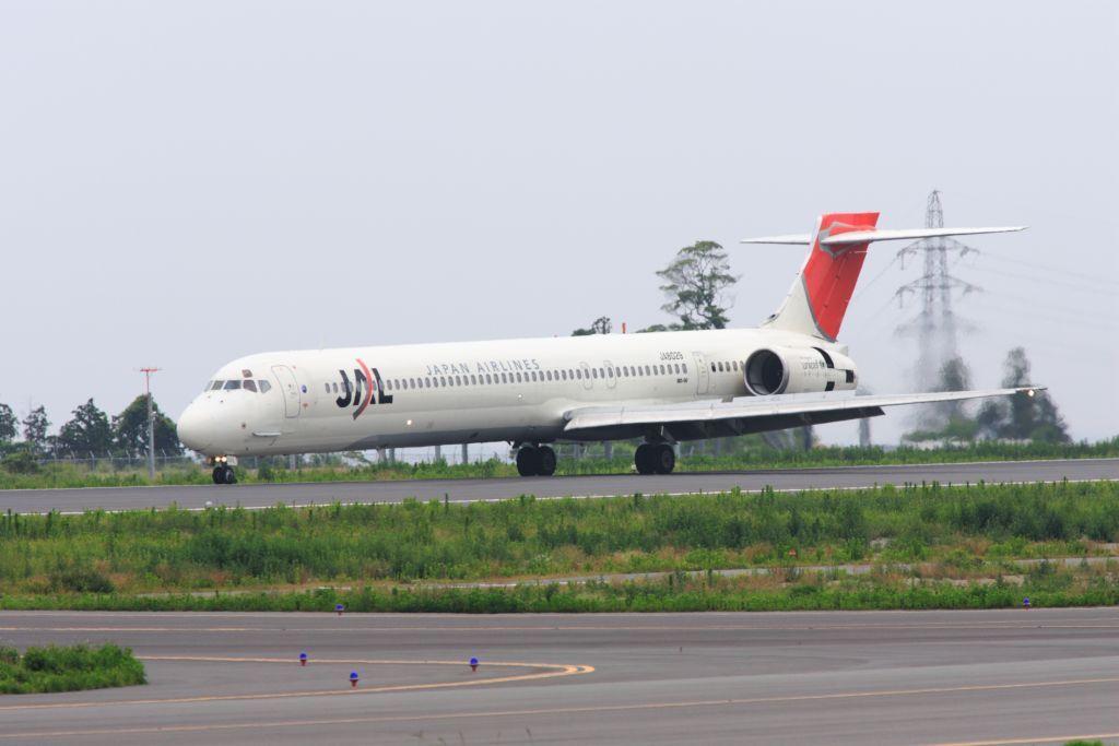静岡空港にて MD90