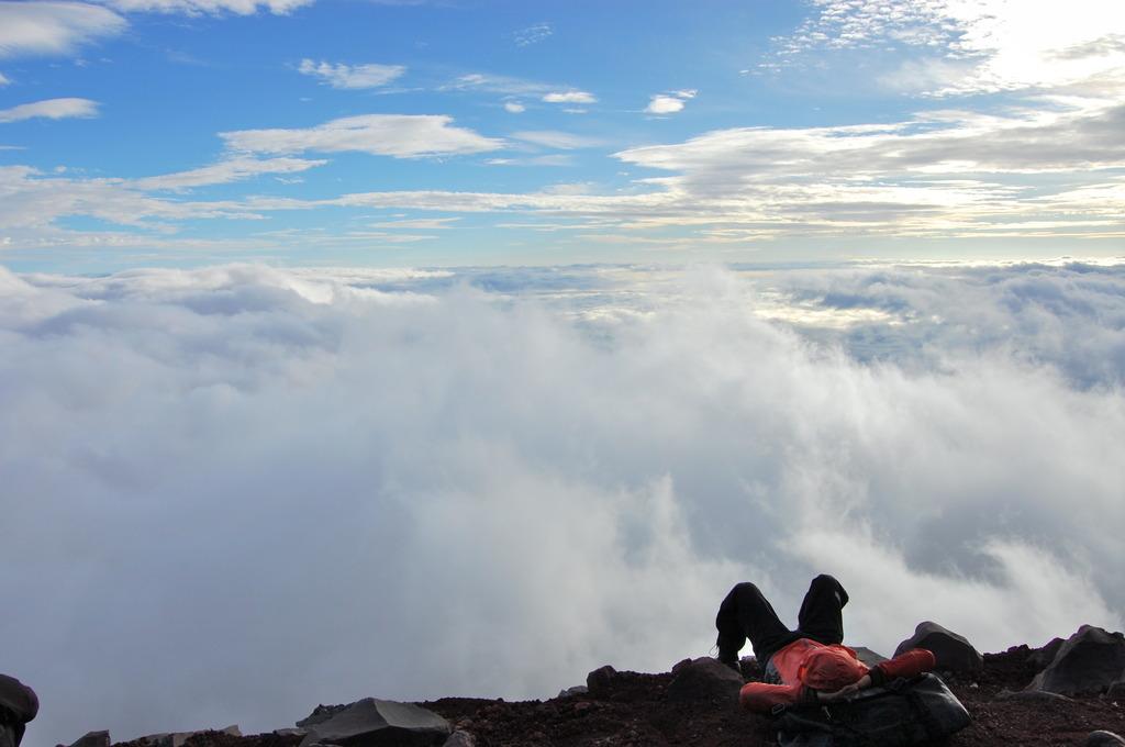 雲上で昼寝