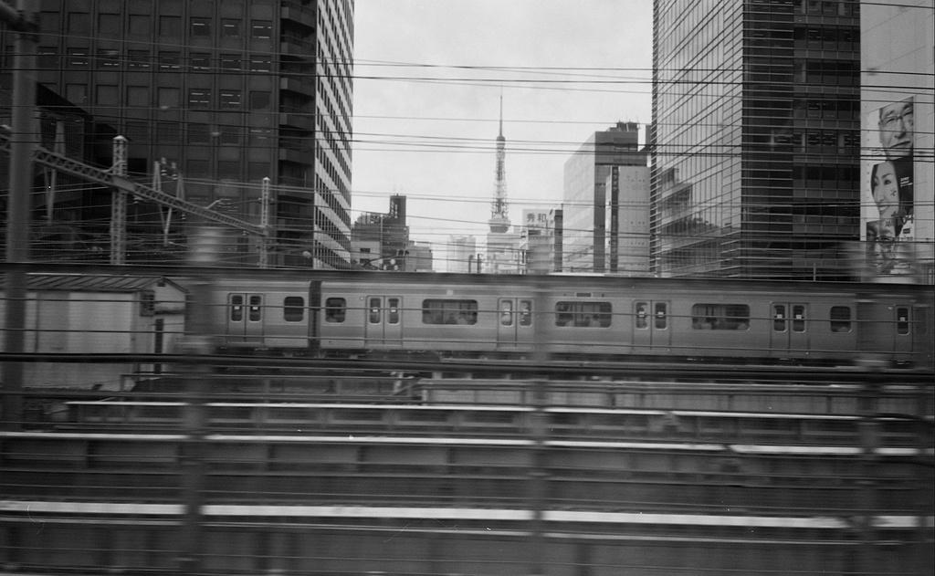 下りひかり 一瞬の東京タワー