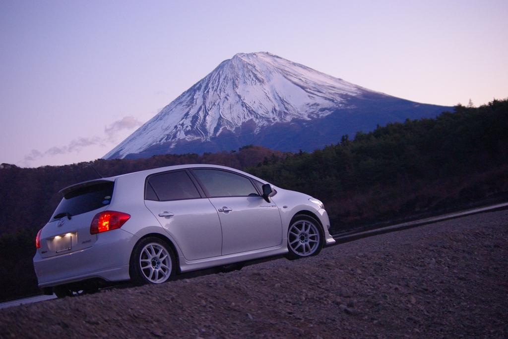 富士山をバックに…