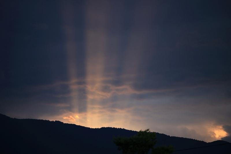 夕日が作る光のライン