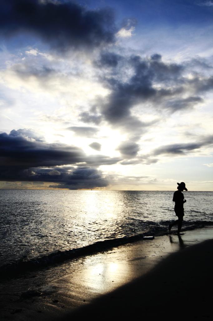 夏の海、夕暮れ時に…