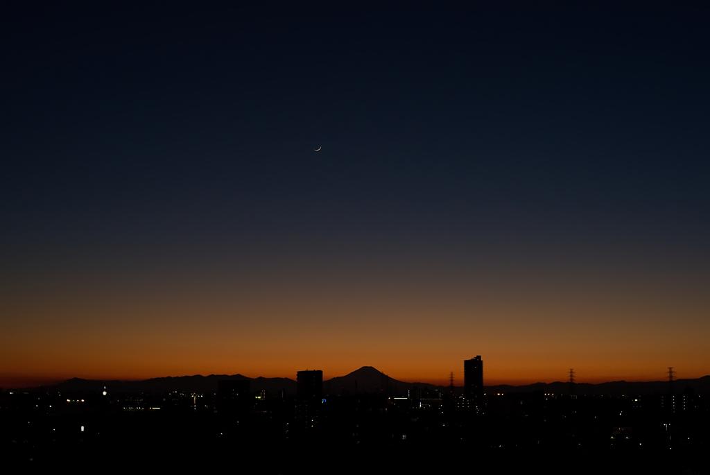 富士と三日月のランデブー