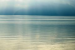 朝の光。。湖畔にて