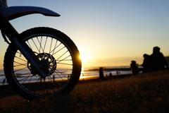 車輪と初日の出