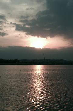 さようなら、多摩川の夕日