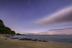 夜明け前の砂浜